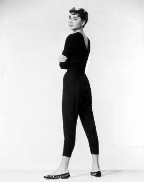 audrey-hepburn-pantalones-capri-negros