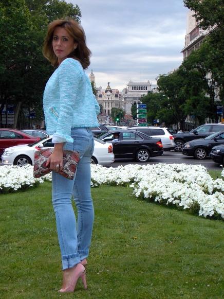 Combinar chaqueta de tweed con vaqueros