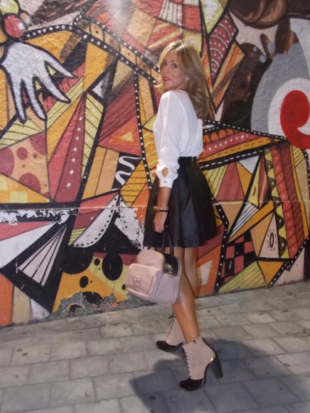 Total look con falda evase