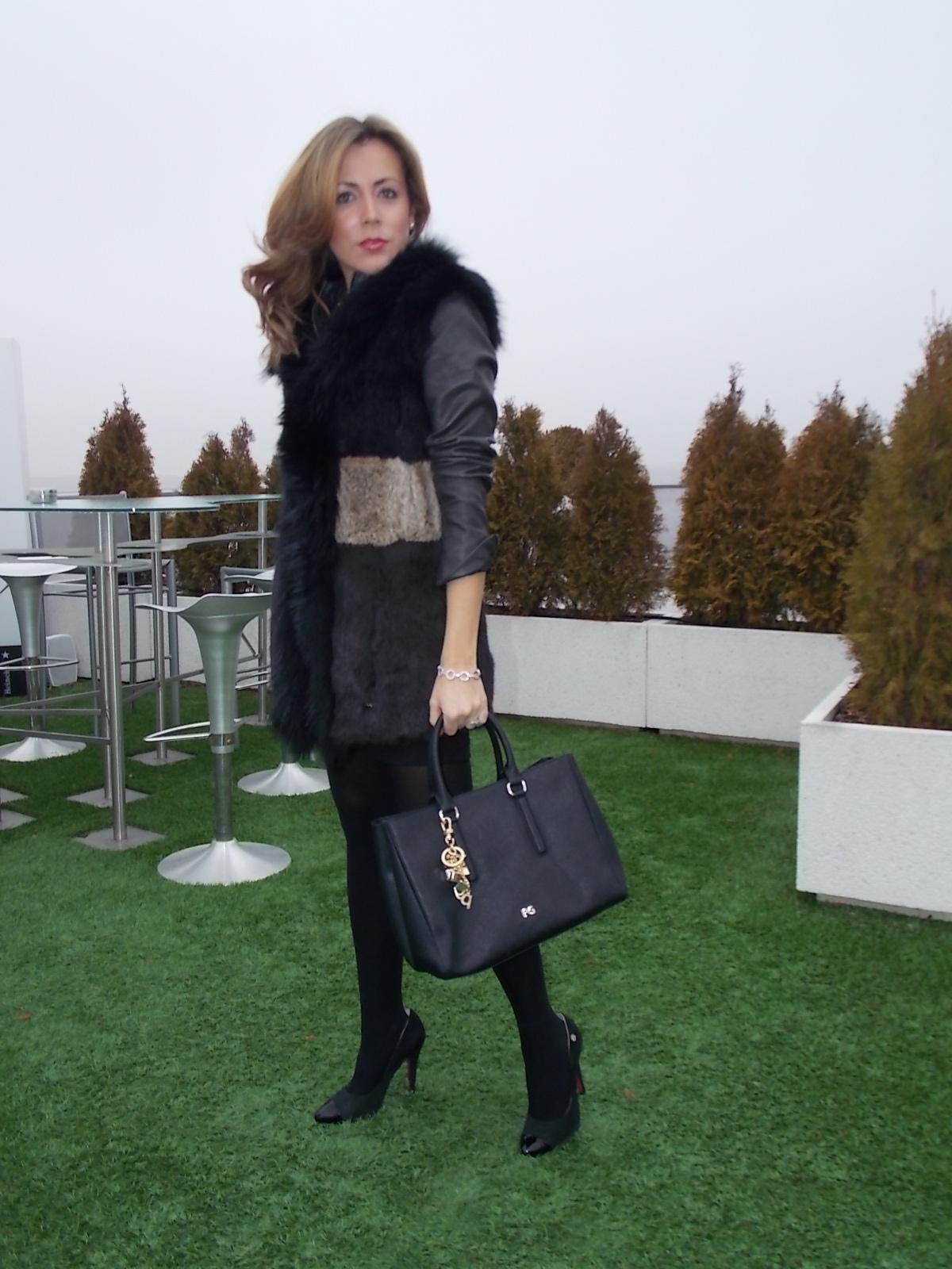 Falda negra en tienda de ropa 1 - 3 8